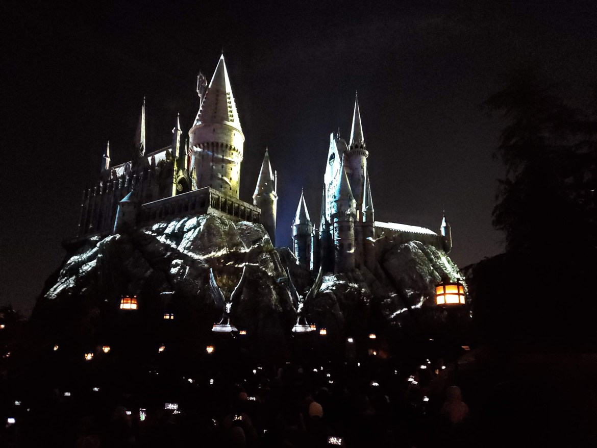 Watch the Dark Arts Castle Light Show at Universal Hollywood