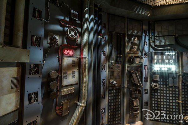 First Look: New Photos of Star Wars: Galaxy's Edge in Disneyland 2