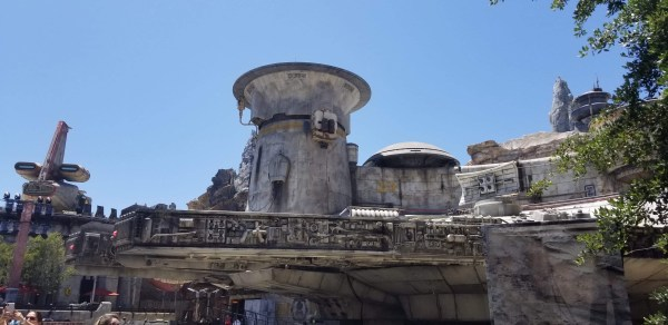 Must-Do Star Wars: Galaxy's Edge Experiences at Disneyland Park.