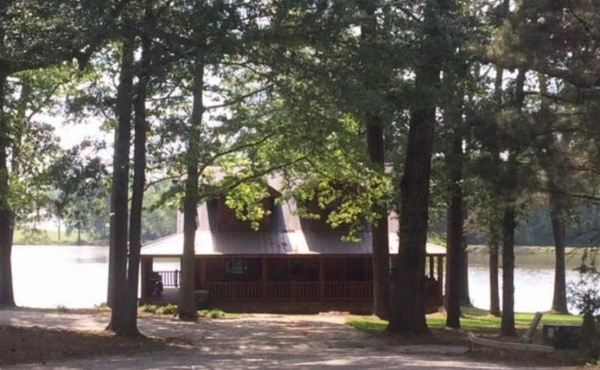 Tony and Pepper's Cabin From Avengers: Endgame Available to Rent on Airbnb 3