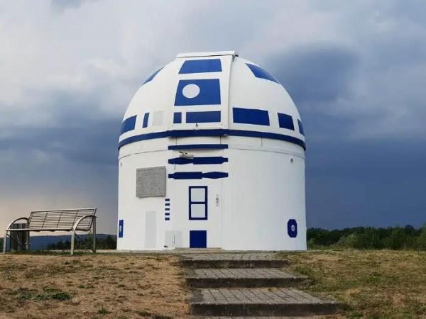 Mega Star Wars Fan and German Professor Paints Observatory Like R2-D2 6