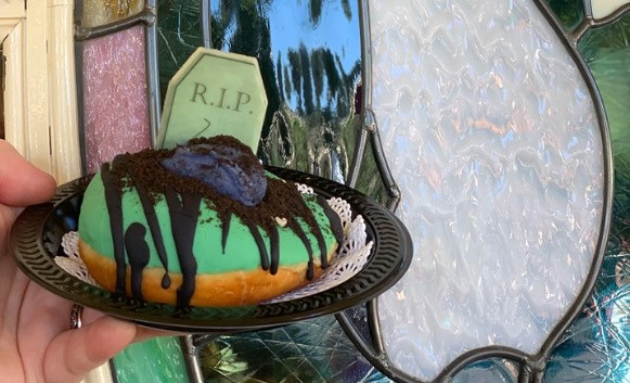 Halloween Time Graveyard Dessert Everyone Is Dying To Try