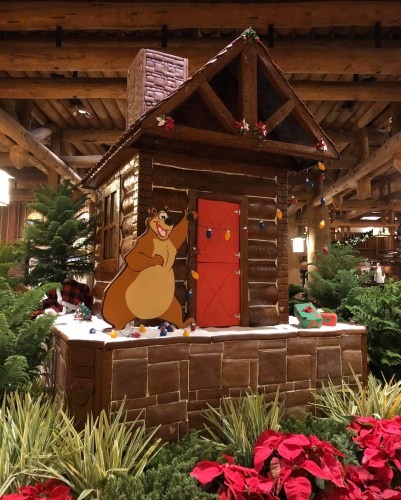 The Christmas Tree at Disney's Wilderness Lodge 7
