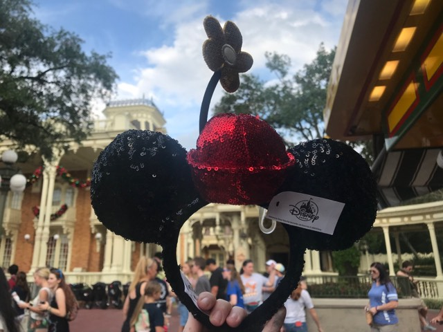 New Vintage Minnie Mouse Ears Sparkle With A Classic Look 1