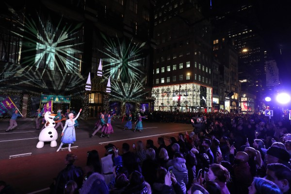 """SAKS and DISNEY Celebrate the Season with Disney's """"FROZEN 2"""" and a Very Special Unveiling Performance by Idina Menzel 3"""