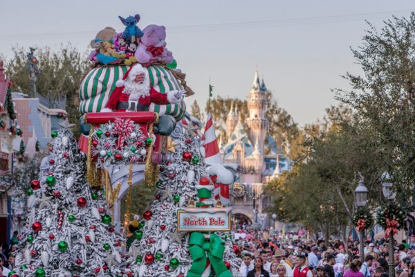 New Plaza Inn Dining Packages for the Holidays at Disneyland 2