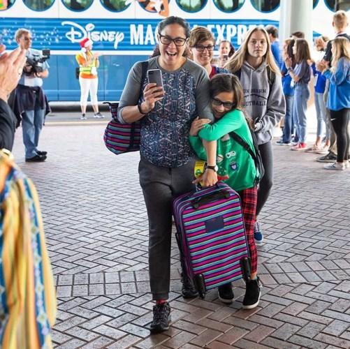Gary Sinise AKA Lieutenant Dan Takes Children of Fallen Soldiers to Disney World 1