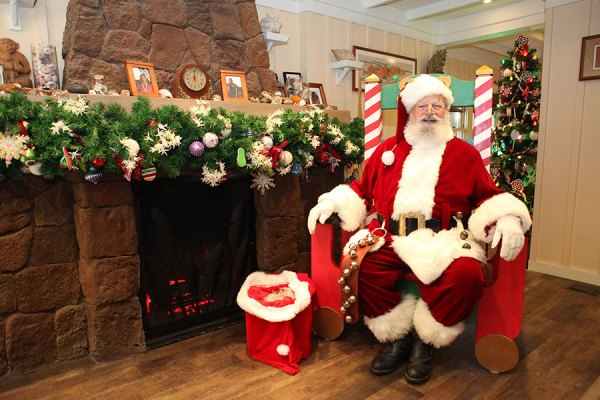 Celebrate the Holidays at Aulani, a Disney Resort and Spa 4