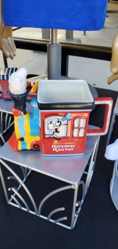 Preview of Merchandise for Mickey & Minnie's Runaway Railway! 9