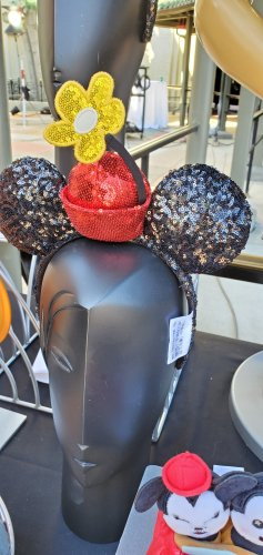 Preview of Merchandise for Mickey & Minnie's Runaway Railway! 10