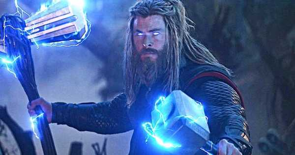 Chris Hemsworth's Wife Claims He Stole 5 'Mjolnir' Hammers From Marvel 1