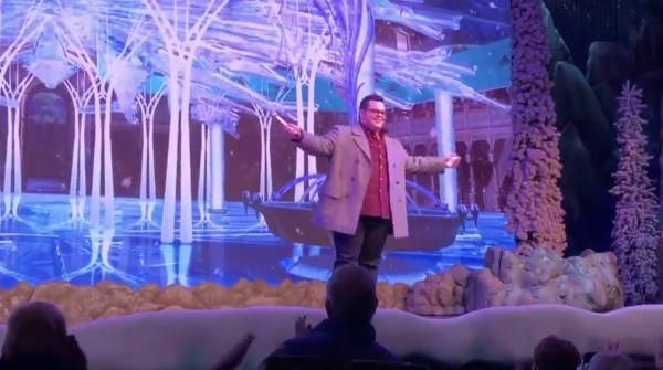 Josh Gad Makes Surprise Appearance During 'Frozen Sing-Along' at Disney's Hollywood Studios 1