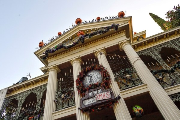 Haunted Mansion At Disneyland Will Close For A Lengthy Refurbishment