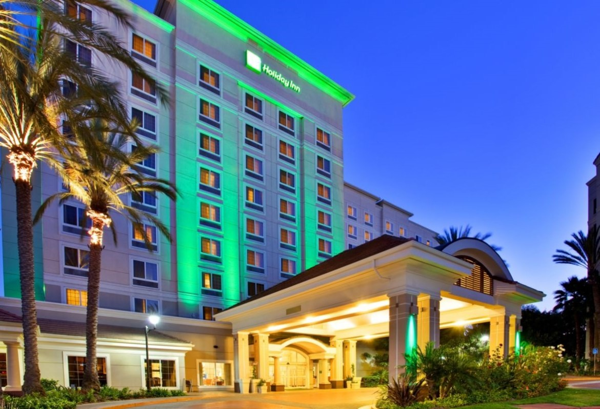 Holiday Inn Anaheim Resort presents The Practically Perfect Package!