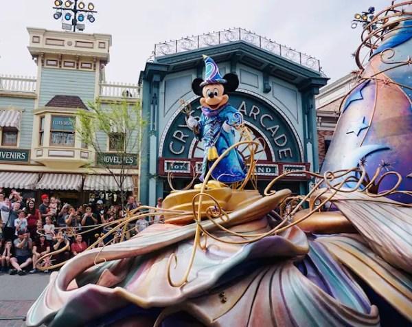 Disneyland Premieres New Magic Happens Parade