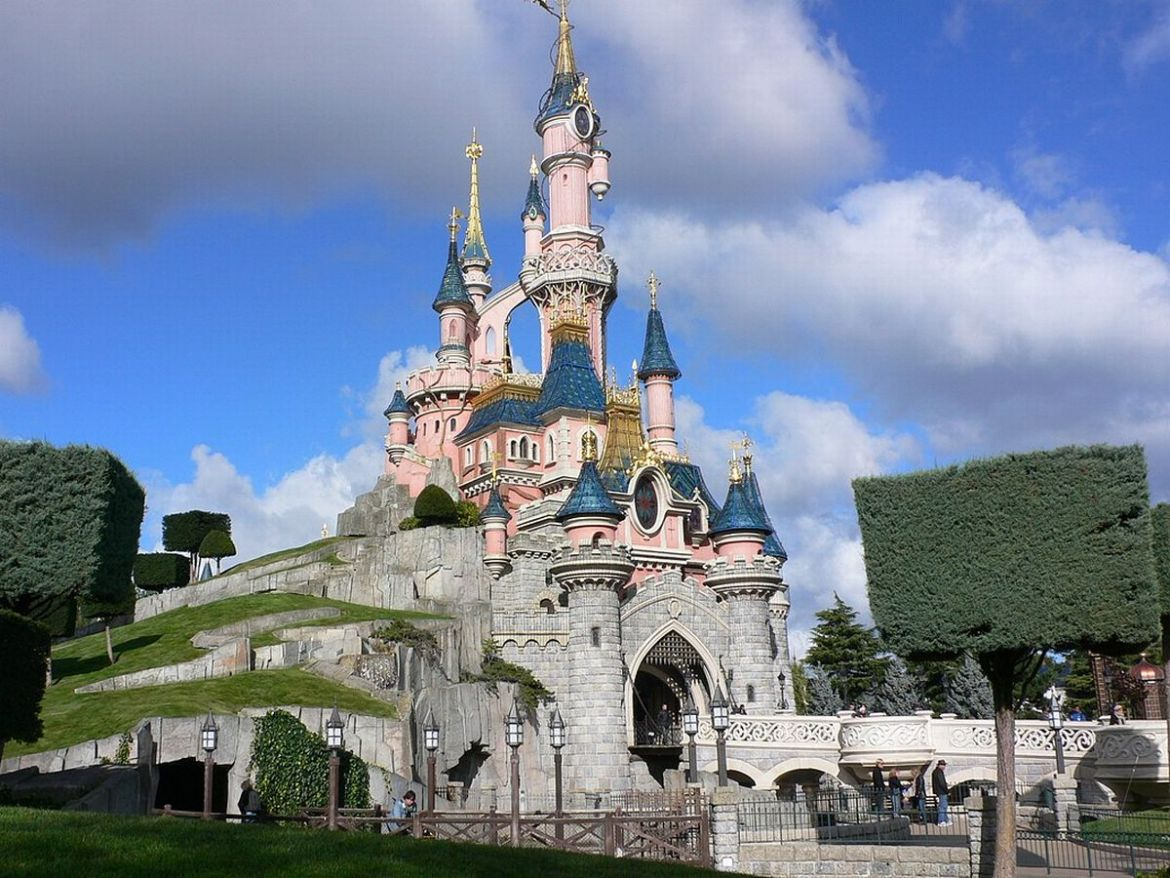 Disneyland Paris Temporarily Closed Due to Coronavirus!