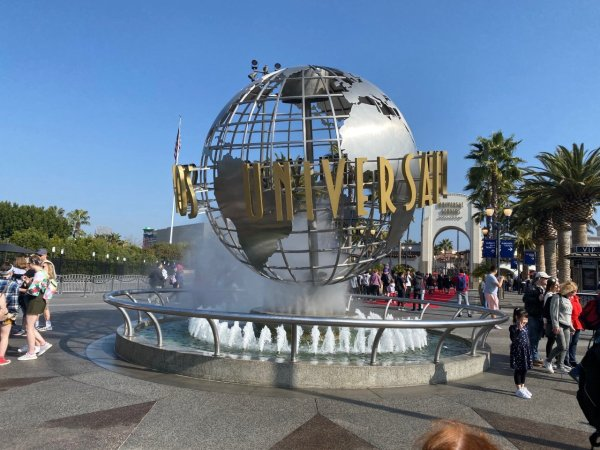 Universal Studios Hollywood has laid off nearly 7000 team members 1