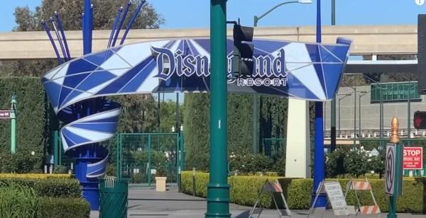 Walking Tour Around a Closed Disneyland Resort 2