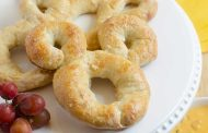 Delicious Mickey Pretzel & Cheese Dip Recipe!