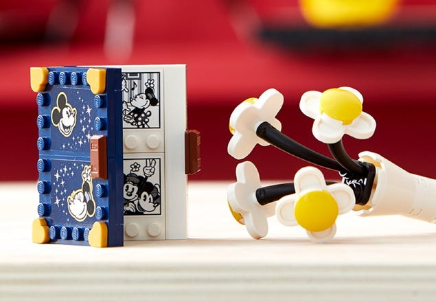 Playful New Mickey And Minnie LEGO Buildable Characters Coming Soon 3