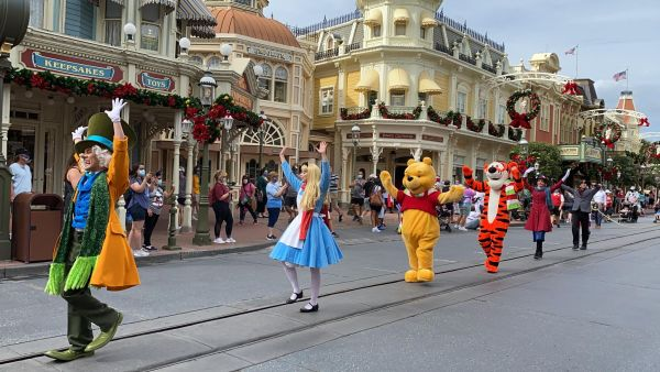 Get into the Christmas Spirit with the Mickey & Friends Holiday Cavalcade 3