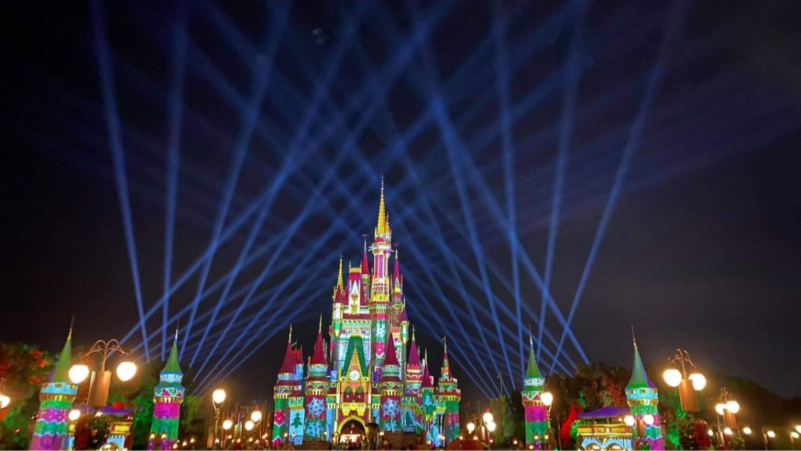 Watch as Cinderella Castle Transforms for the Holiday Season
