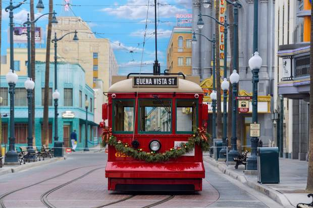 Downtown Disney extending hours for the Holidays