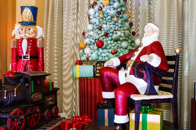 Santa & Holiday Festivities Return to the Swan and Dolphin Resort with New Santa's Village Themed Area