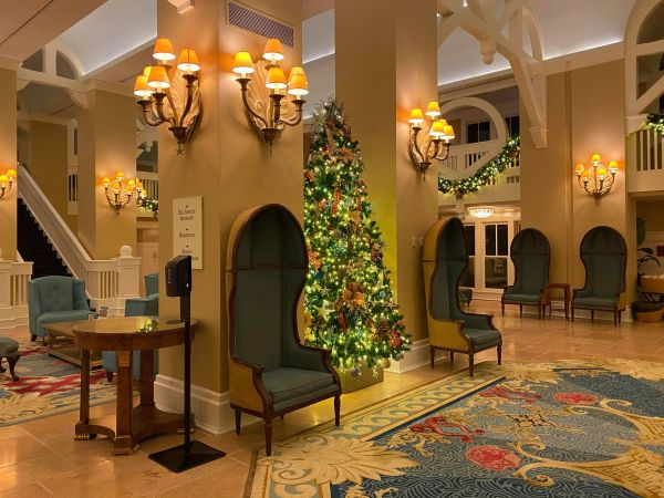 Christmas decorations delight guests at Disney's Beach Club Resort 5
