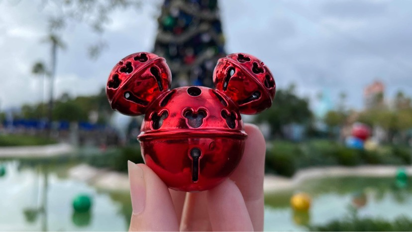 New Festive Mickey Holiday Glow Cube With Frozen Hot Chocolate At Hollywood Studios!
