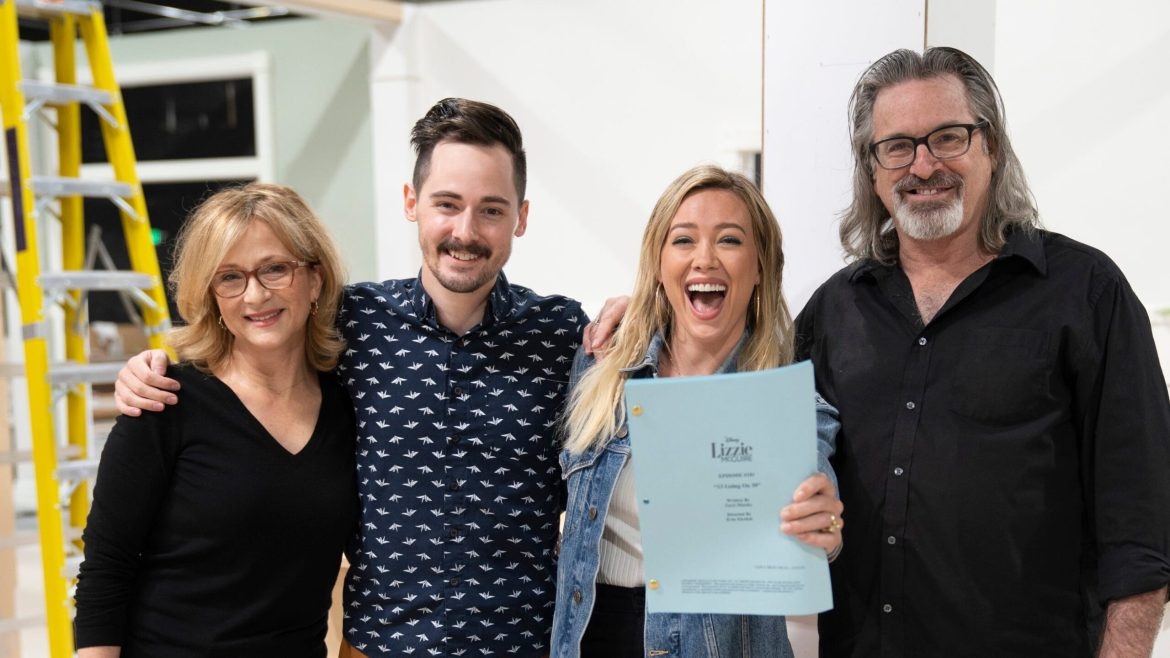 Fans Launch Petition to Save the 'Lizzie McGuire' Revival for Disney+