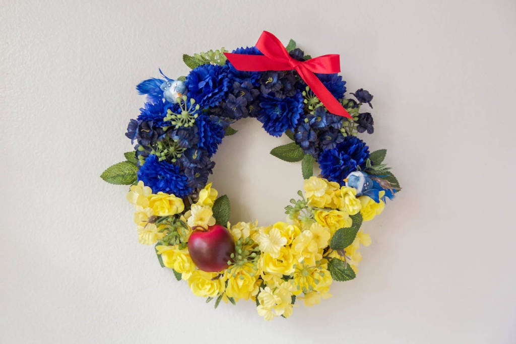 Make This Super Cute Snow White Wreath At Home!