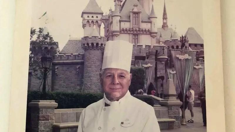 Fans petition Disney to get a window on Main Street for Oscar Martinez