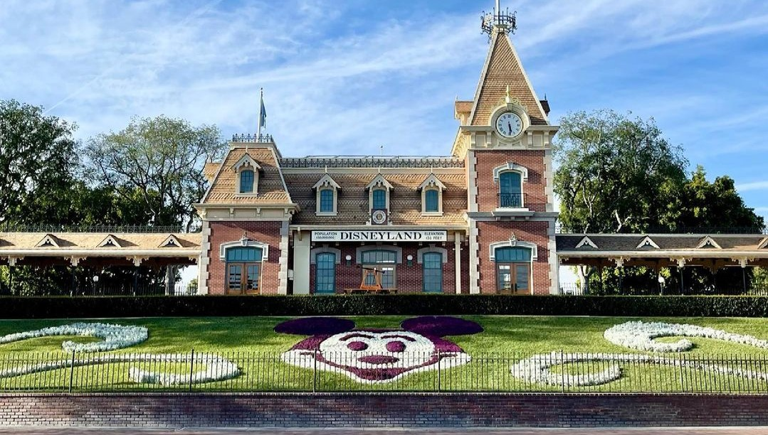 Disney testing the Disneyland Railroad Ahead of Theme Park Reopening!
