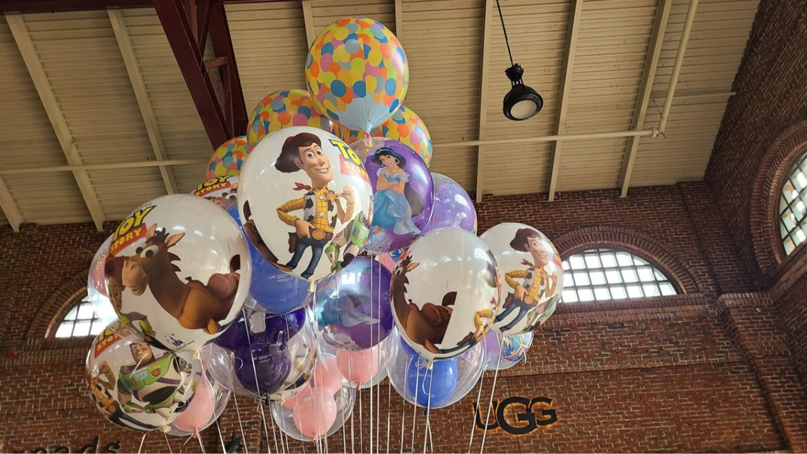 It's a whole new world with this super cute Jasmine Balloon at Disney World