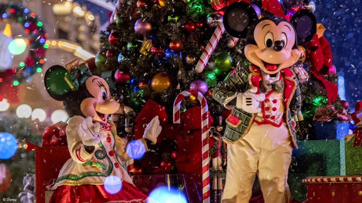 Parades are Returning to Walt Disney World for the Holidays
