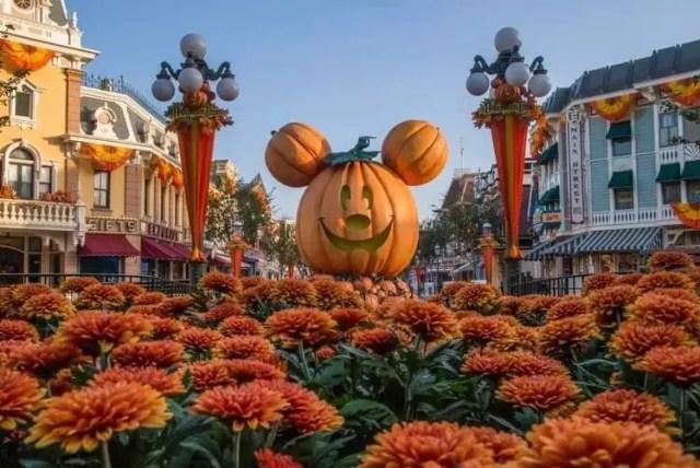 Halloween Returns to the Disneyland Resort 2