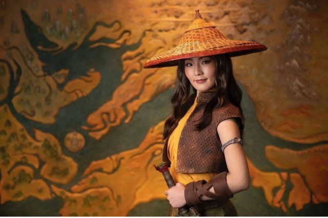 """Raya from """"Raya and the Last Dragon"""" Makes her theme park Debut 2"""