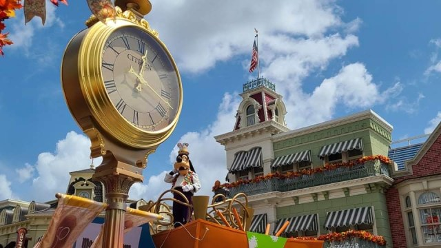 Magic Kingdom clock gets 50th Anniversary Makeover 1