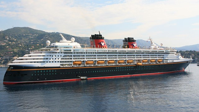 Guest evacuated from the Disney Magic due to injury 1