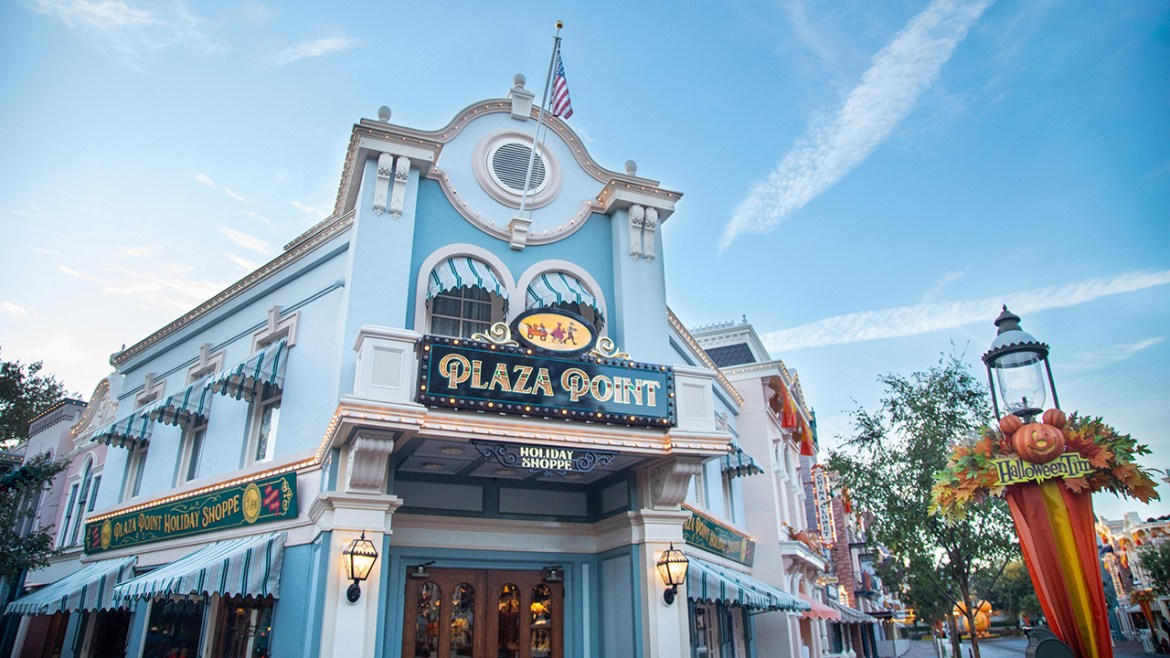 All new Plaza Point Holiday Store now open in Disneyland