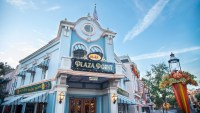 All new Plaza Point Holiday Store now open in Disneyland 4