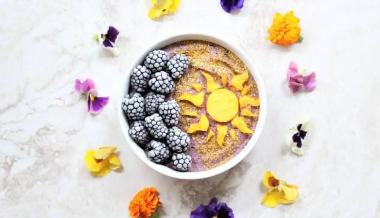 Rapunzel smoothie bowl