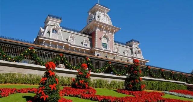 Disney World Theme Park Hours Available Through December 15 1