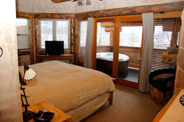 Crow Canyon A luxurious bedroom that surrounds with mountain view