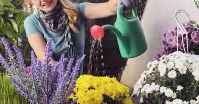 woman watering botanic home garden 6602 591 Epay Decking