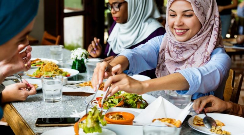 Arab woman eating together 1024x640 1 Foods You Most Try When in UAE