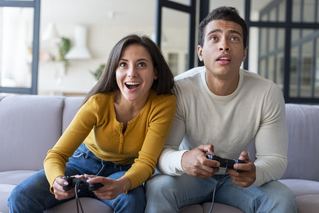 couple playing video games together 23 2148238854 Date Ideas for Gamers