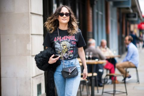 how to wear a graphic tee 04 480x320 c top COOL GRAPHIC T-SHIRTS