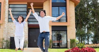 Excited couple jumping after buying a house mistakes with house buying